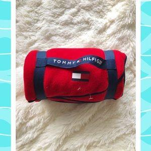 Tommy Hilfiger blanket/throw
